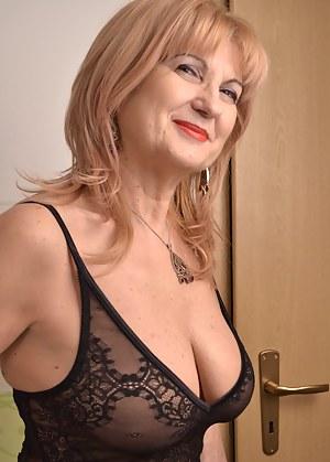 Hot MILF Bedroom Porn Pictures