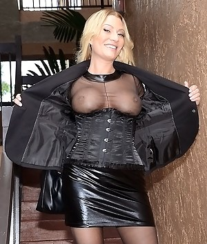 Hot MILF Flashing Tits Porn Pictures