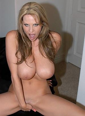Hot MILF Masturbation Porn Pictures