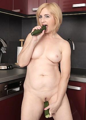Hot MILF Dildo Porn Pictures