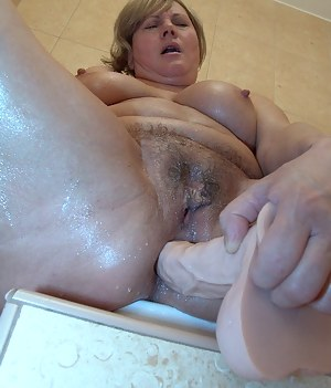 Hot Wet MILF Porn Pictures