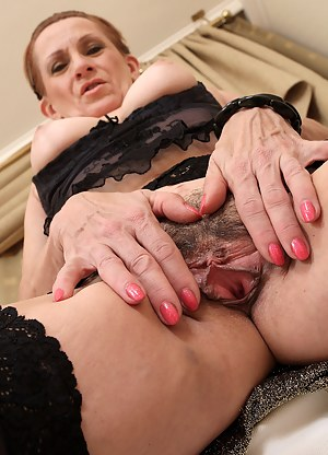 Hot MILF Beaver Porn Pictures