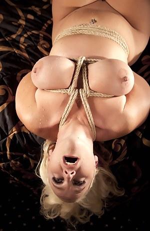Hot Big Natural Tits MILF Porn Pictures