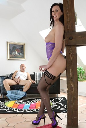 Hot British MILF Porn Pictures