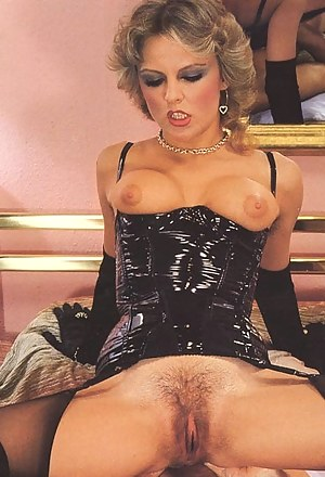 Hot MILF Retro Porn Pictures