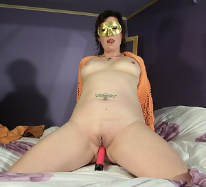 Hot MILF Blindfold Porn Pictures