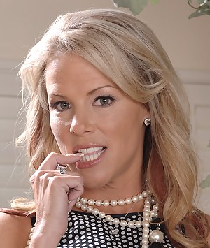Hot MILF Face Porn Pictures