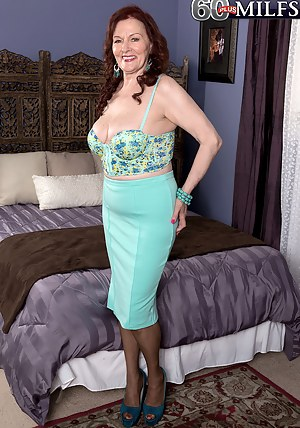 Hot MILF Bedroom Porn Pictures