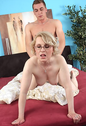Hot MILF Doggystyle Porn Pictures
