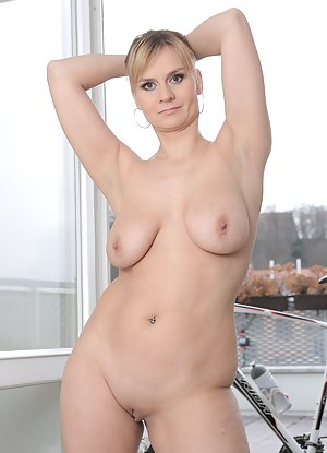 Hot Saggy Tits MILF Porn Pictures