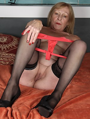 Hot MILF Stockings Porn Pictures