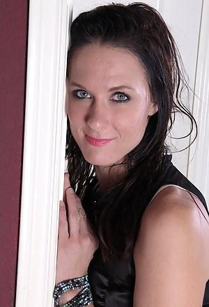 Hot Amateur MILF Porn Pictures